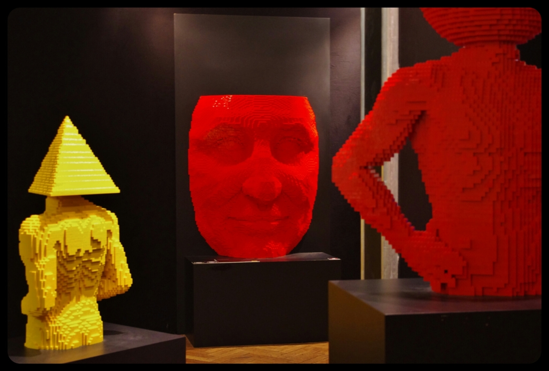 "Red face /Expo ""Art of the brick"". Bruxelles 2014"