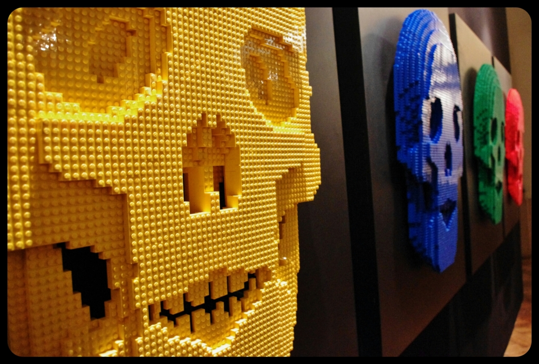 "Skulls/Expo ""Art of the brick"". Bruxelles 2014"
