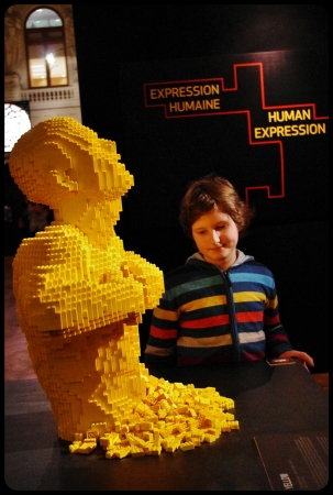"Yellow/Expo ""Art of the brick"". Bruxelles 2014"
