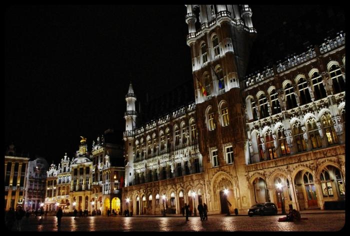 Bruxelles la grande place de nuit.