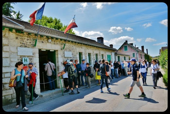 Coté rue Giverny