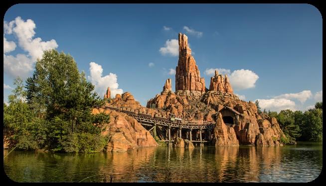 le petit train dans la mine de Disneyland