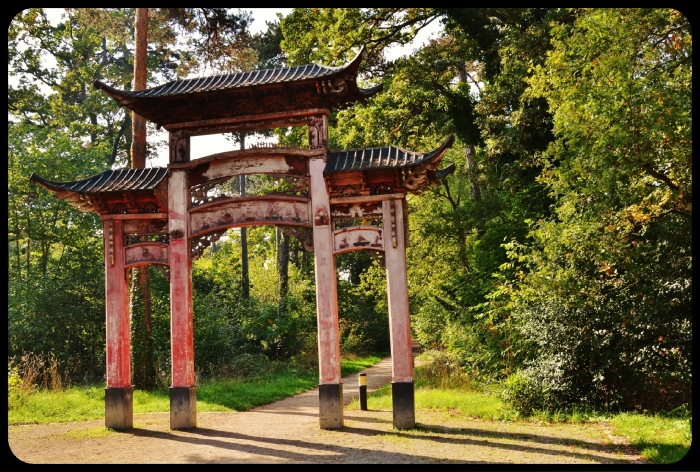 Porte chinoise du jardin d'agronomie tropicale