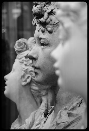 """""""Jeune fille aux fleurs dans les cheveux"""" d'Auguste Rodin."""