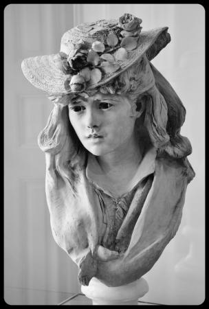 """Jeune fille au chapeau fleuri"" (1865) par Rodin"