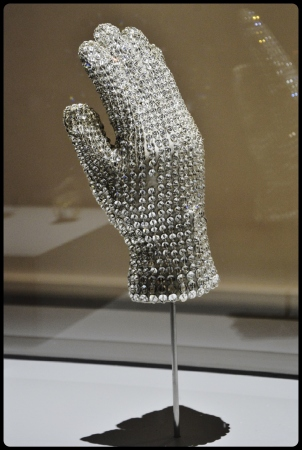Expo Médusa Paris 2017/ Bill Whitten-Michael Jackson Victory Tour Crystal Glove, 1983