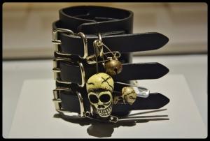Expo Médusa. bracelet en cuir Vivienne Westwood(2015-2016)